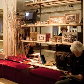 Auf Mnemosynes Wohl! installation curated by Silvina Der-Meguerditchian